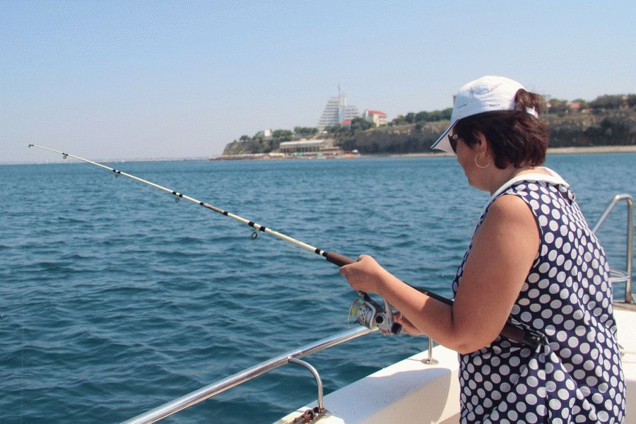 Морская рыбалка с катера в Анапе