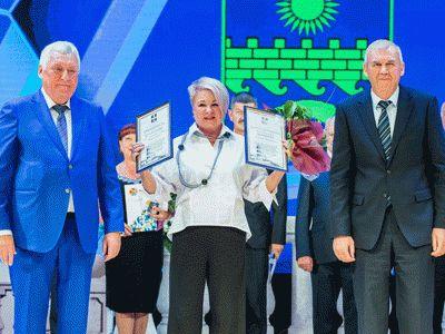 Мэр Анапы наградил руководителя Аква-глобуса почетной грамотой