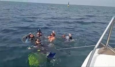 Детская группа совершила свое первое погружение с катера в открытом море